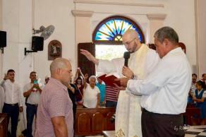 Recibiendo la bendición en la Iglesia Católica