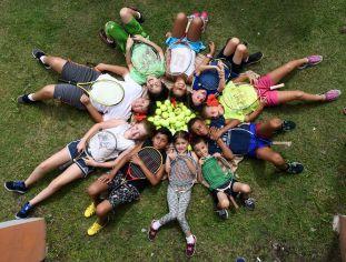 Ninos Tenistas de Campamento de tenis en Tortuguero