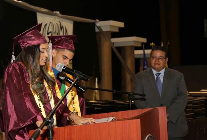 Dr. Victor Ramos Pres Colegio Medicos Recibimiento Placa Esc Superior LPR 2016 2