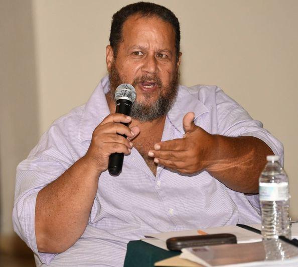 Dr. Carlos Ayes