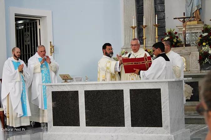 Luigi consagracion del altar NINSR
